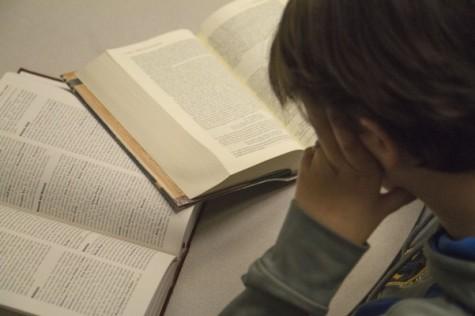 Estudiantes bregan en los clases de Ingles