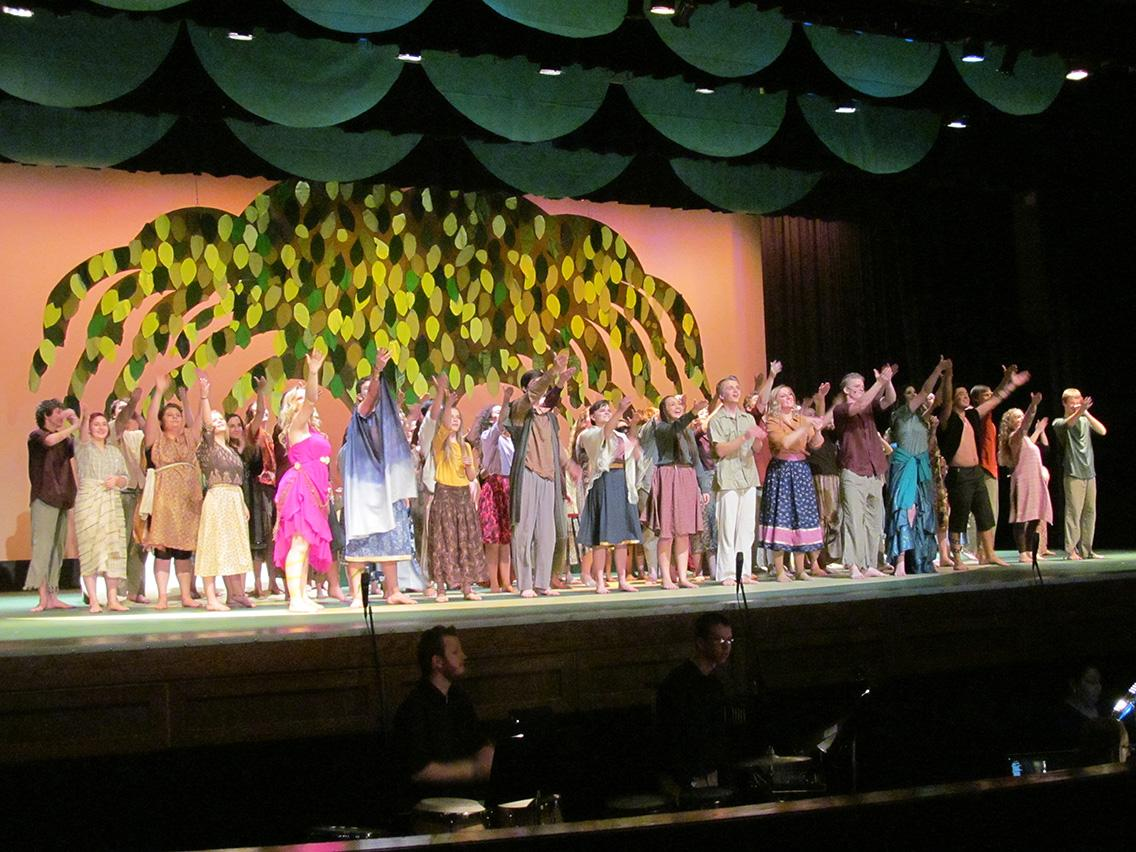 Cast members take their final bows to the Monday night performance.