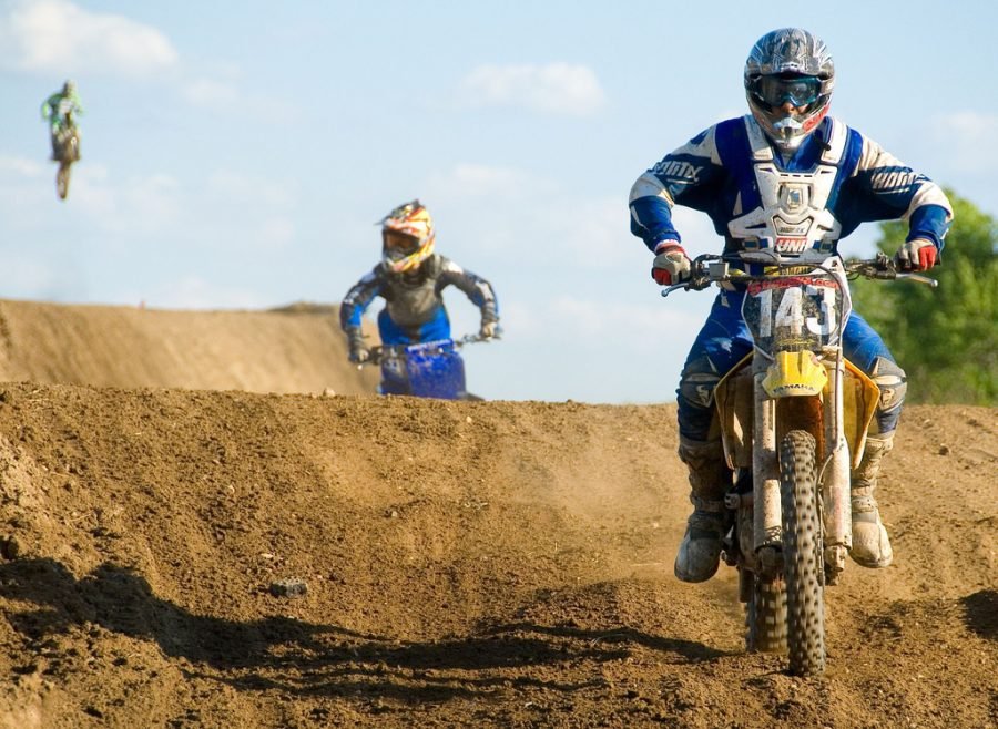 2 stroke or 4 stroke dirt bikes: which is better?